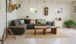 Jak uspořádat nábytek v různých typech obývacích pokojů