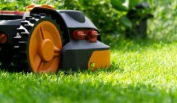 Jak vybrat robotickou sekačku pro dokonalý trávník