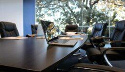 Udělejte dojem na vaše klienty a vybavte si stylově kancelář