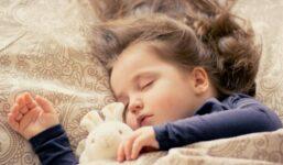 Může heřmánkový čaj uklidnit neklidné dítě?
