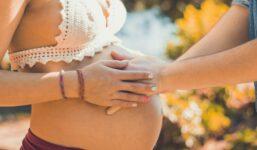 Jak jednat s přenášející těhotnou ženou? Citlivě a s porozuměním