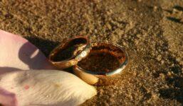 Vybíráme snubní prsteny. Na co myslet při jejich pořizování?