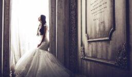 Chystáte letos váš svatební den? V tom případě je nejvyšší čas začít s výběrem svatebních šatů.