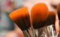 Jak vyčistit štětec na make-up jako profesionál
