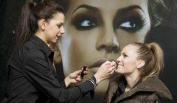 Výhody versus nevýhody permanentního make-upu