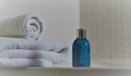 Chemie v šamponech: Na co si dát pozor?